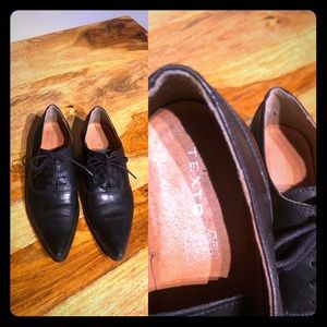 Leather flat pointy shoes
